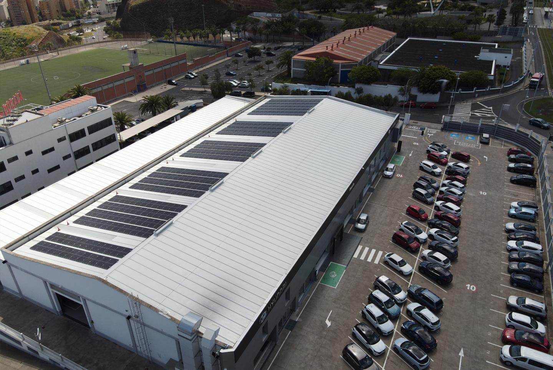 Planta fotovoltaica de 100 kW autoconsumo de energía y suministro a movilidad eléctrica en Concesionario Hyundai Domingo Alonso Tenerife