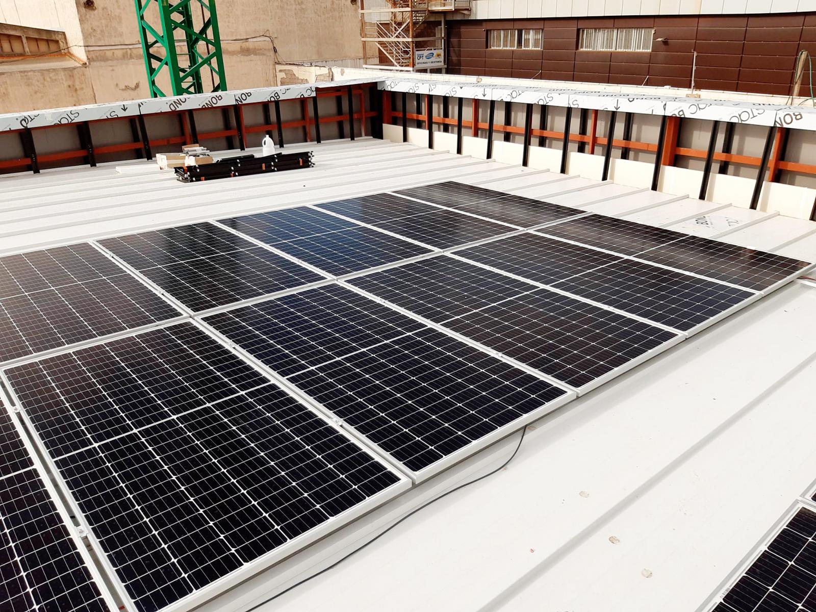 Instalación solar fotovoltaica de 50 kW para autoconsumo de la Estación de Servicio DISA Miller Bajo