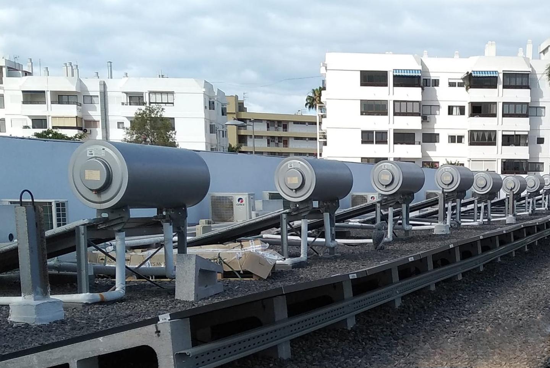Reforma integral de instalaciones térmicas con medidas de eficiencia energética mediante sistemas solares térmicos y aire acondicionado con clasificación energética AAA+ y renovación de sistemas de tratamiento de piscinas en Hotel Nayra