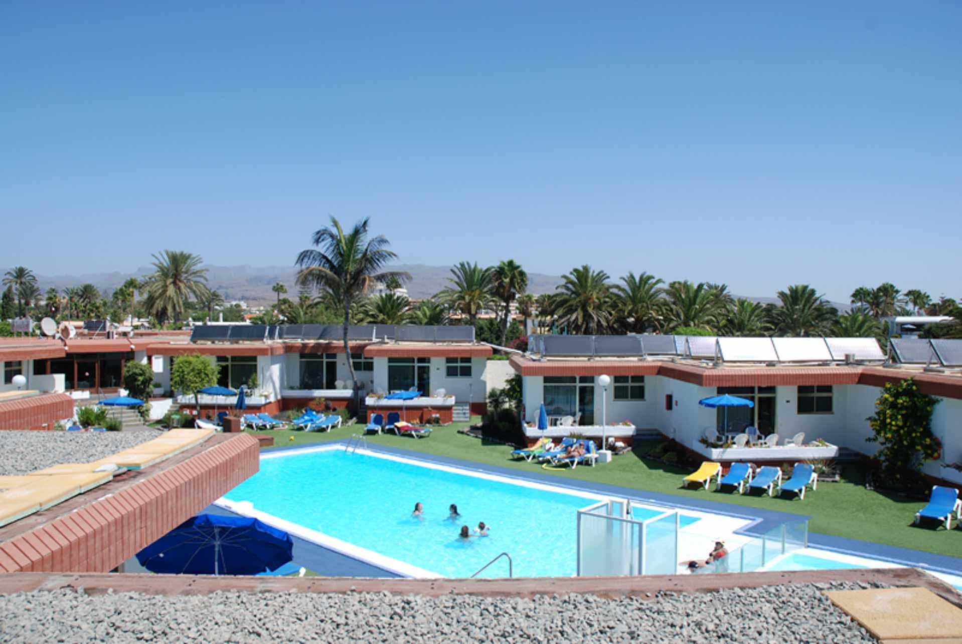 Producción de ACS y climatización de piscina en Bungalows Doña Rosa