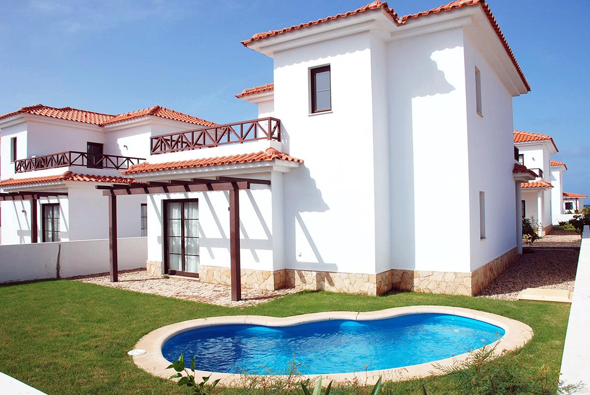 Energía solar térmica y piscinas en Villas Tortuga Beach Resort & Spa (Cabo Verde)