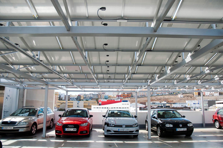 marquesina solar sobre plazas de parking